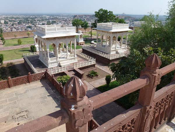 बेगमसाठी नाही तर सैनिकांचे स्मारक म्हणून निर्माण केला \'ताजमहाल\', पाहा PICS| - Divya Marathi