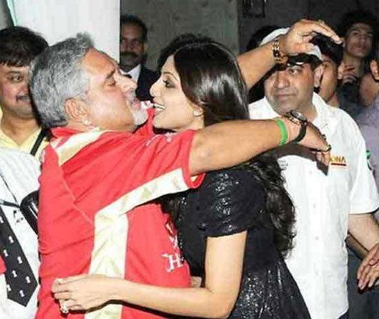 लेडी लव्हमुळे चर्चेत असतात लिकर किंग विजय माल्ल्या, पाहा काही नजारे| - Divya Marathi