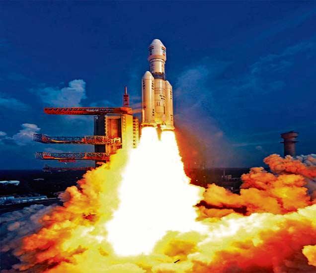 देशाच्या सर्वात शक्तिशाली रॉकेटचे यशस्वी प्रक्षेपण, जीएसएलव्ही मार्क-३ अवकाशात झेपावले|देश,National - Divya Marathi