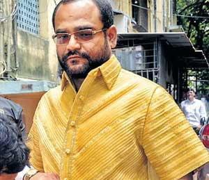14. या नेत्याने विक्रमासाठी बनविला सोन्याचा शर्ट| - Divya Marathi