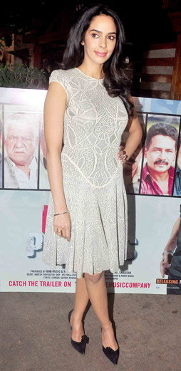 PICS: मल्लिका म्हणाली, \'ओम पूरीसोबत बोल्ड सीन देण्यास अजिबात कम्फर्टेबल नव्हते\'| - Divya Marathi