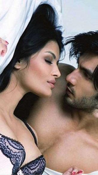 B'Day: बिनधास्त आहे सोनाली राऊत, पाहा थक्क करणारे रणवीर सिंहसोबतचे Bold फोटोशूट|टीव्ही,TV - Divya Marathi