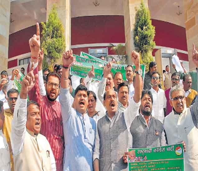 मुस्लिम आरक्षणासाठी सभात्याग, परिषदेत विरोधक आक्रमक, सरकारविरोधात घोषणाबाजी| - Divya Marathi