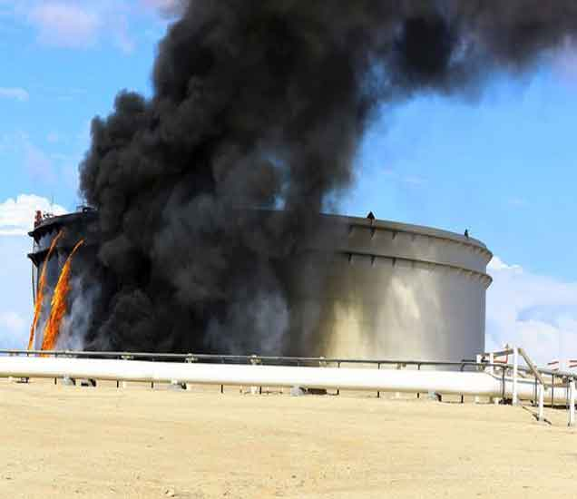 लिबियाच्या तेल टर्मिनलवर स्पीडबोटीने हल्ला, २२ ठार विदेश,International - Divya Marathi