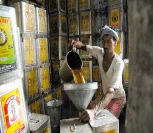 खाद्यतेल महागणार! केंद्र सरकारकडून खाद्य तेलावरील आयात शुल्कात ५ टक्क्यांनी वाढ| - Divya Marathi