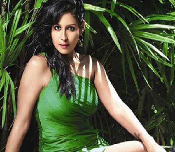 10 कोटींची फसवणूकप्रकरणी \'मद्रास कॅफे\'ची अभिनेत्री लीना पॉलला अटक|मुंबई,Mumbai - Divya Marathi