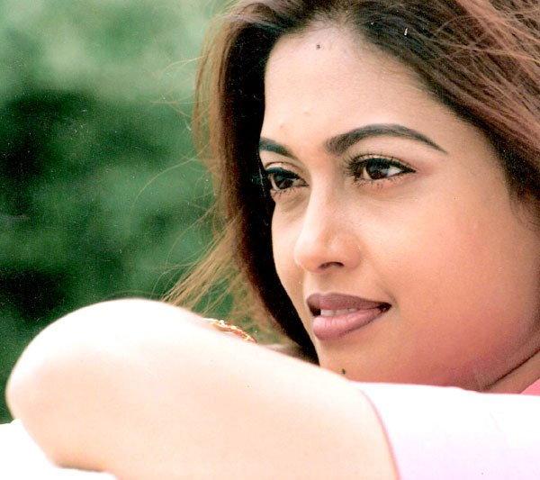 सेक्स रॅकेटप्रकरणी बॉलिवूड आणि दक्षिणेच्या या 9 अभिनेत्रींना झालीये अटक  - Divya Marathi