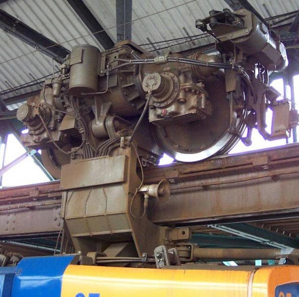 येथे उलटी लटकून धावते ट्रेन, फक्त एकदाच झालाय गंभीर अपघात  - Divya Marathi
