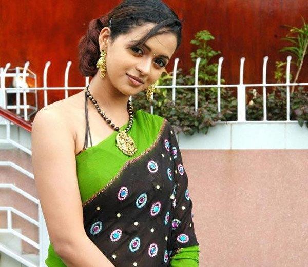 B'day: या अभिनेत्रीने सिनेमा बघून घेतली होती इमारतीवरुन उडी  - Divya Marathi