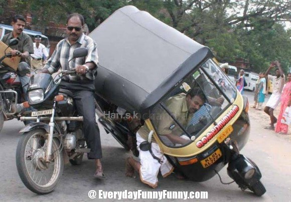 20 FUNNY ACCIDENT: जे पाहून तुम्ही गंभीर होण्याऐवजी खळखळून हसाल| - Divya Marathi
