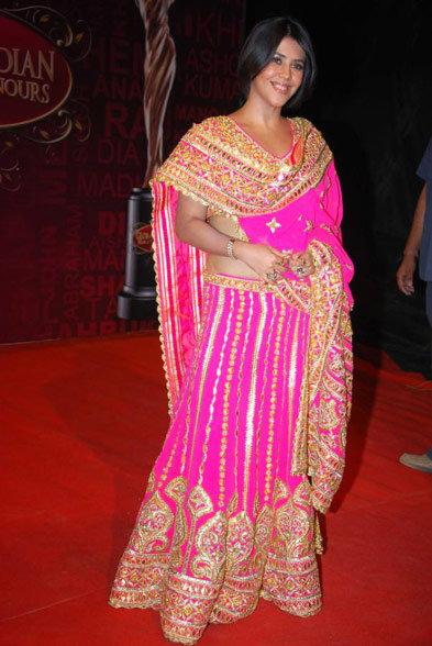 \'टीव्ही क्वीन\' एकता कपूरने नटण्याच्या नादात परिधान केले WORST DRESSES| - Divya Marathi
