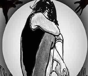 मुलीवर अत्याचार, व्हिडिओ क्लिप तयार केल्याचा धक्कादायक प्रकार औरंगाबाद,Aurangabad - Divya Marathi