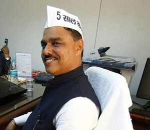 दिल्लीचे कायदामंत्री जितेंद्रसिंह तोमर - Divya Marathi