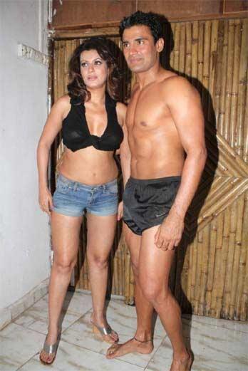 PHOTOS : सर्वात मोठी फाईट जिंकणारा संग्रामसिंग गर्लफ्रेंडसोबतच्या बोल्ड फोटोमुळे होता चर्चेत|स्पोर्ट्स,Sports - Divya Marathi