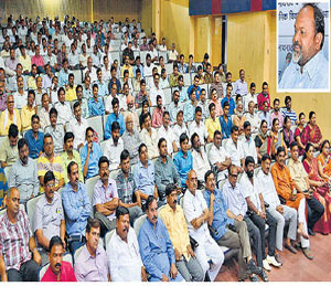 मुंडे इतरांची उंची वाढवत स्वत: शेवटपर्यंत संघर्षरत राहिले|औरंगाबाद,Aurangabad - Divya Marathi