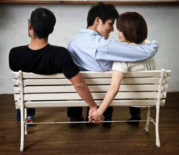 पत्नी, गर्लफ्रेंड रिलेशनशिपमध्ये चिटिंग करीत असेल तर ही आहेत 8 कारणे|देश,National - Divya Marathi