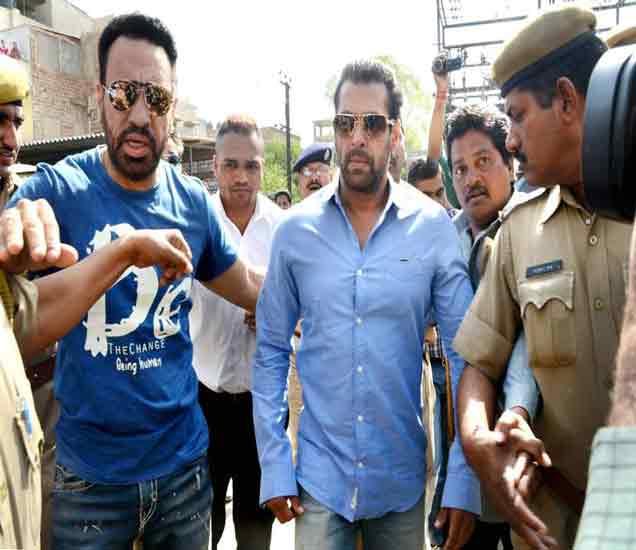 शाहरुख, आमिर, सलमानच्या सुरक्षेत कपात,  मुंबई पोलिसांचा निर्णय|मुंबई,Mumbai - Divya Marathi