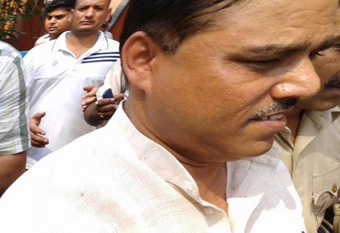 जितेंद्र सिंह तोमर यांना मुंगेर येथे पोहोचले दिल्ली पोलिस - Divya Marathi