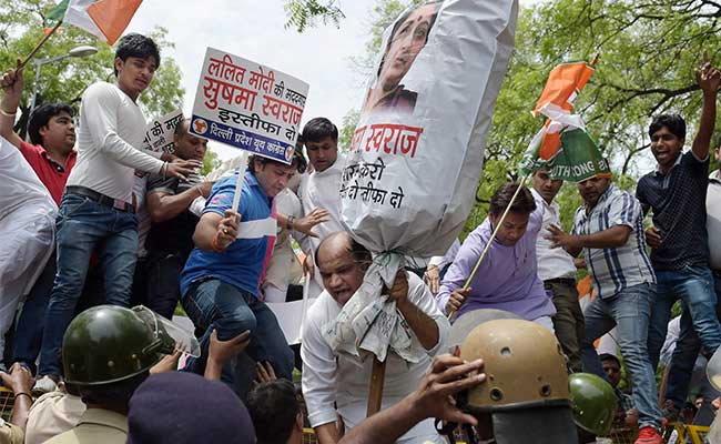 ललित मोदी आणि पंतप्रधानांचा फोटो दाखवून काँग्रेसचा सवाल, 'यांचे नाते काय?'|देश,National - Divya Marathi