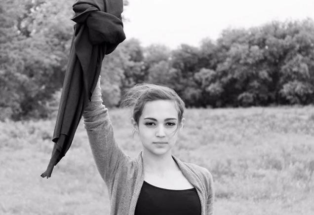 PHOTOS: या तरुणी इराणच्या कायद्याची अमेरिकेत अशी उडवताहेत खिल्ली|देश,National - Divya Marathi