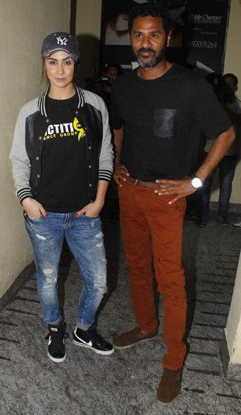 PHOTOS: 'ABCD-2'च्या स्क्रिनिंगला पोहोचला अर्जुन, आईवडिलांसोबत दिसला वरुण| - Divya Marathi