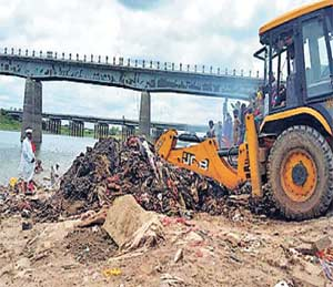 गोदावरी नदीपात्राची स्वच्छता;  मेटे महाराज यांच्या नेतृत्वाखाली युवकांची मोहीम|औरंगाबाद,Aurangabad - Divya Marathi