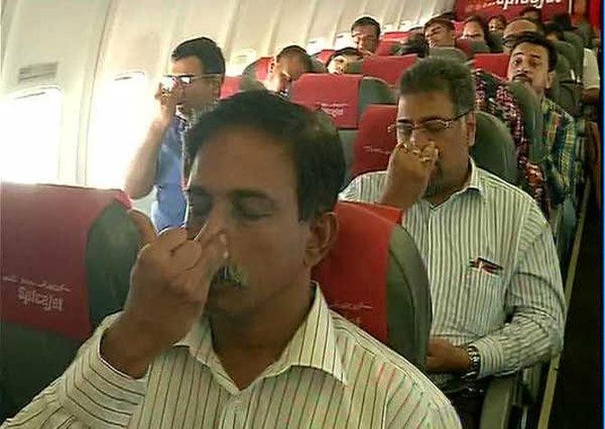 योगदिनानिमित्त उद्या 35 हजार फुट उंचीवर स्पाईसजेटच्या विमानात होणार योगा!|देश,National - Divya Marathi