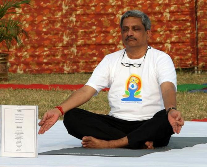 सियाचीन ते INS विक्रमादित्य, जगभरात योग दिवस साजरा देश,National - Divya Marathi
