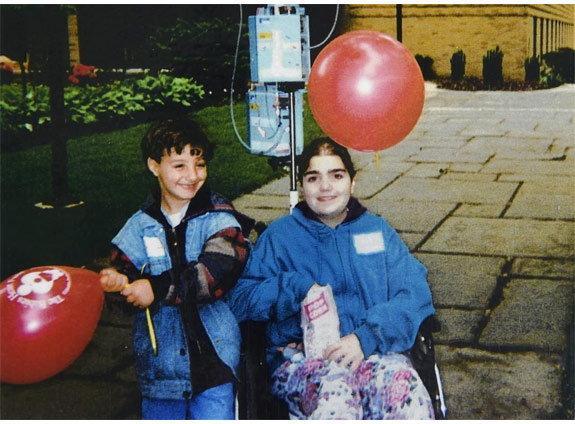 19 वर्षानंतर आई त्या  तरुणीला भेटली, जिला मुलाचे हृदय केले होते दान विदेश,International - Divya Marathi