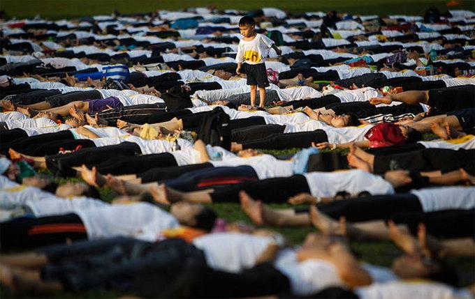 PHOTOS: अफगाणिस्तान ते कझाकस्तान, असा साजरा झाला योग दिवस|विदेश,International - Divya Marathi