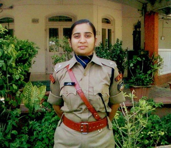 देशातील दुसरी मुस्लिम महिला IPS, नातलगांचा होता विरोध, वडीलांनी वाढवला उत्साह देश,National - Divya Marathi