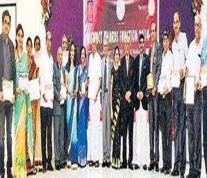 जळगाव रोटरी क्लब १७ अवॉर्डने सन्मानित|जळगाव,Jalgaon - Divya Marathi
