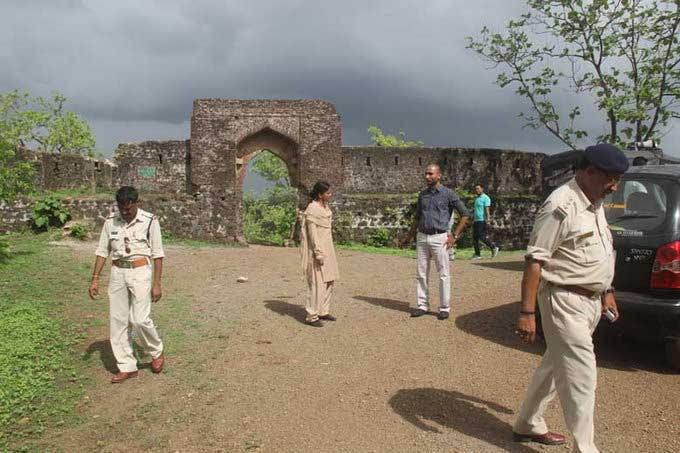 प्रेमी युगलांना लुटून करायचे Gangrape, 2 वर्षांत 45 मुलींवर अत्याचार|देश,National - Divya Marathi