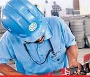 """उद्योग, कामगार कायद्यांसाठी """"सेल्फ सर्टिफिकेशन' योजना मुंबई,Mumbai - Divya Marathi"""