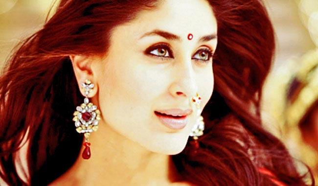 \'रेफ्युजी\' ते \'बजरंगी भाईजान\' : करीनाने फिल्म इंडस्ट्रीत पूर्ण केली 15 Golden वर्षे| - Divya Marathi