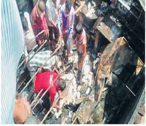बंद घरात सिलिंडरचा अचलपूर येथे स्फोट|अमरावती,Amravati - Divya Marathi
