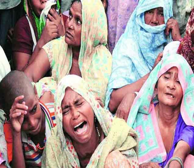 शोक अनावर झालेले सतवीरचे कुटुंबीय - Divya Marathi
