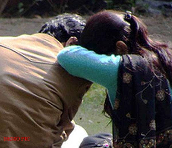 धार्मिक स्थळी नियोजित नवऱ्यासमोर तरुणीवर बलात्कार, व्हिडिओही शुट केला देश,National - Divya Marathi