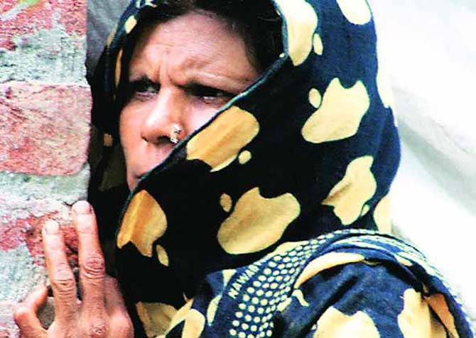 हिंदू युवकाच्या हत्येनंतर गावात तणाव, मुस्लिम लपले मशिदीत देश,National - Divya Marathi