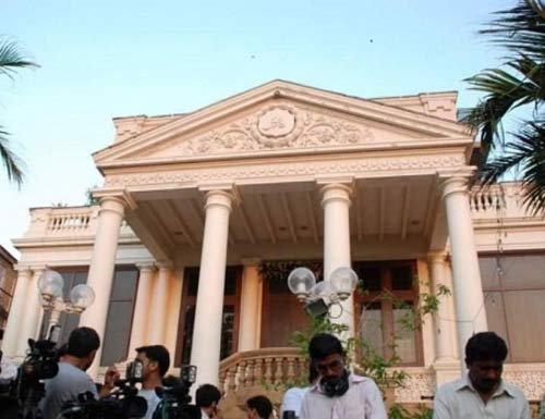 जाणून घ्या, मुंबईत कुठे वास्तव्याला आहेत अक्षय, शाहरुख, सलमानसह बी टाऊनचे हे 11 अभिनेते|देश,National - Divya Marathi