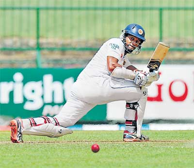 तिसरी कसाेटी : करुणारत्नेचे शानदार शतक, श्रीलंका ८ बाद २७२|स्पोर्ट्स,Sports - Divya Marathi