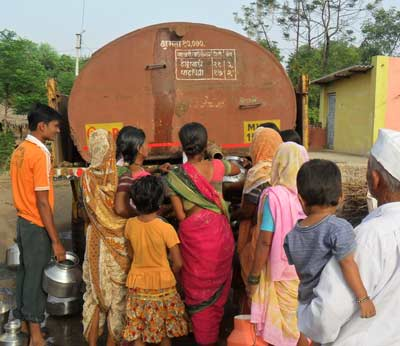 पावसाची दडी, विभागातील सर्व टँकरला ३१ जुलैपर्यंत मुदतवाढ औरंगाबाद,Aurangabad - Divya Marathi