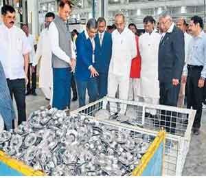 प्रत्यक्ष कृतीवर भर, 'मराठवाडा ऑटो क्लस्टर'ला केंद्रीय मंत्री अनंत गितेंची भेट|औरंगाबाद,Aurangabad - Divya Marathi
