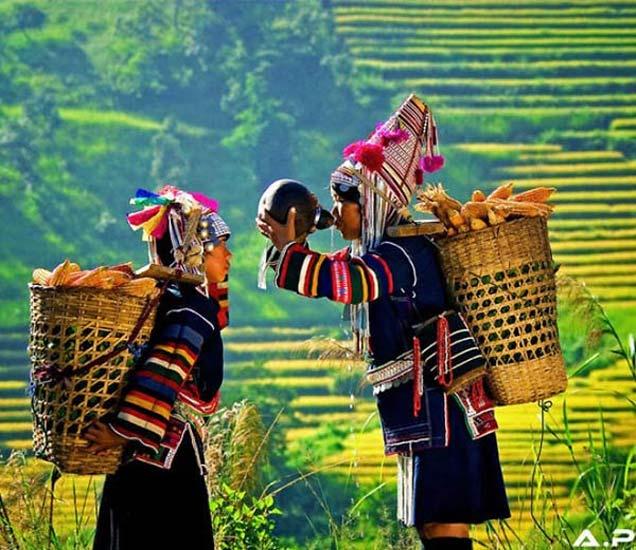 12 PHOTOS: अवॉर्ड विनिंग फोटोग्राफरने कैद केले बर्माच्या लोकांचे आयुष्य देश,National - Divya Marathi