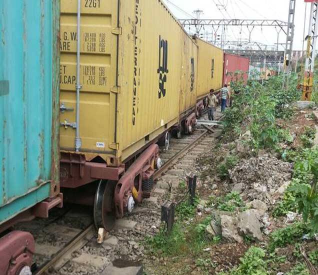 मालगाडी घसरली; नाशिक-मुंबई मार्ग मोकळा, लांब पल्ल्याच्या गाड्या खोळंबल्या नाशिक,Nashik - Divya Marathi