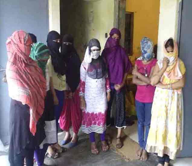 UP: सप नेत्याच्या घरात सेक्स रॅकेट, आठ मुलींसह सहा तरुणांना अटक देश,National - Divya Marathi