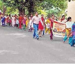 'एसएनडीटी' जगातील सर्वोत्कृष्ट विद्यापीठ जळगाव,Jalgaon - Divya Marathi