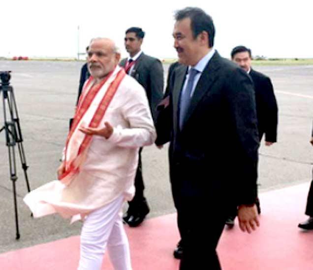 मोदी पोहोचले कझाकिस्तानमध्ये, पंतप्रधानांनी विमानतलावर केले स्वागत|विदेश,International - Divya Marathi