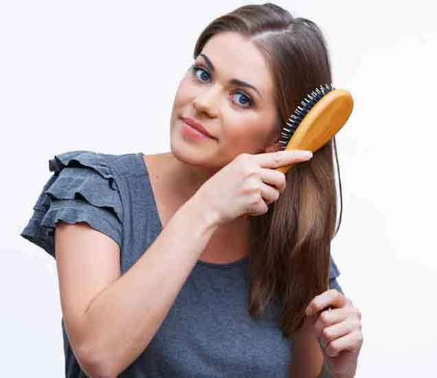 पावसाळ्यात केसांची निगा राखण्यासाठी ८ नियम  - Divya Marathi
