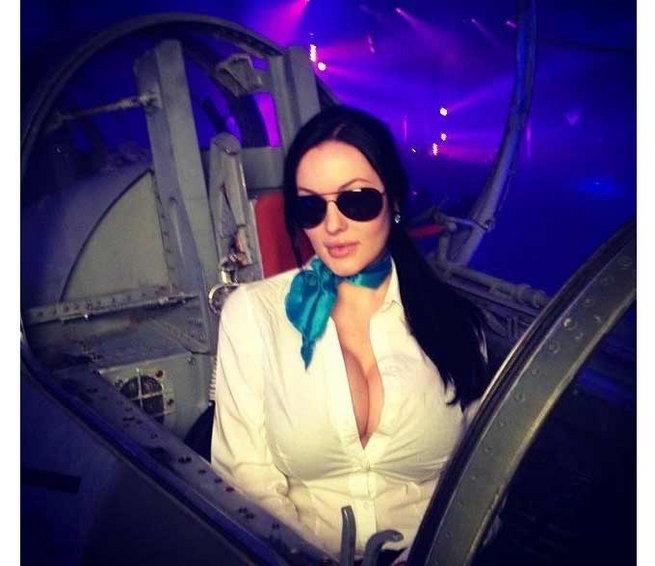 PHOTOS: अॅंजेलिना जोलीसारखी दिसणारी व्हेरोनिका ब्लॅक आहे ऑनलाईन सेन्सेशन देश,National - Divya Marathi